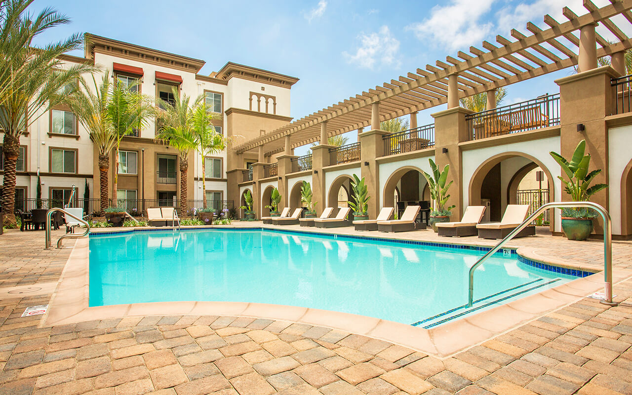 Alta-South-Bay-Apartments-Torrance-CA-Pool-02-NO-LINE-NO-SIGN-1